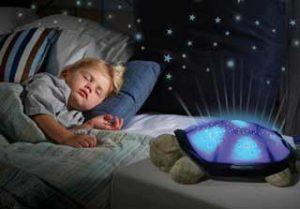 Что делать, если маленький ребенок боится темноты?