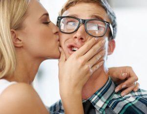 Как девушке перестать смущаться парня, с которым встречаешься?