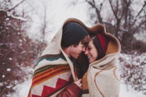 Как можно намекнуть парню на первый поцелуй?