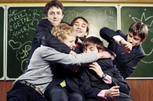 Между детьми в школе