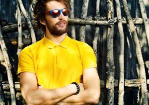 Если мужчине нравится желтый: что это значит?