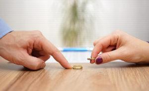 Она не подает на развод: что это может значить?