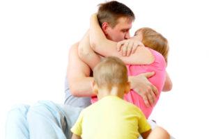 Как родители провоцируют его развитие у ребенка?