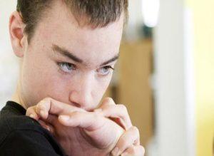 От чего болезнь бывает у подростков?