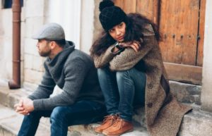 Как можно жить с мужем, который тобой манипулирует?