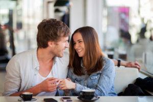 Как вести себя, чтобы продолжать встречаться с девушкой?