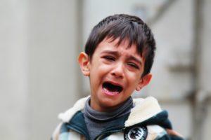 Почему ребенок постоянно истерит без причины?