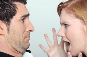 Как обычно себя ведет истеричная женщина?