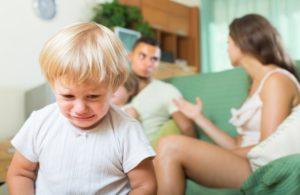 Сложности развода с двумя маленькими детьми: чего ожидать?