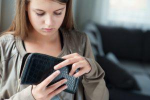 Почему дети воруют у родителей?