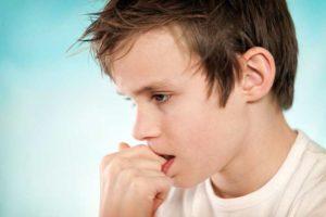 Почему дети грызут или ковыряют свои ногти?