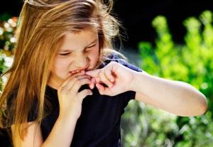Ребёнок грызёт ногти: что делать?