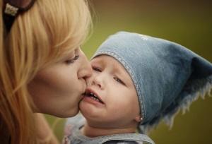 Как успокоить ребенка, когда он плачет?