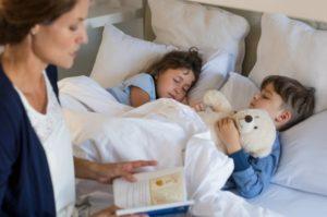 Почему невозможно уложить детей днем или на ночь?