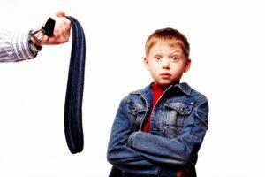 Родители бьют детей: причины и последствия подобных действий