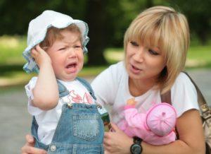 Почему малыш капризничает только со своей мамой?