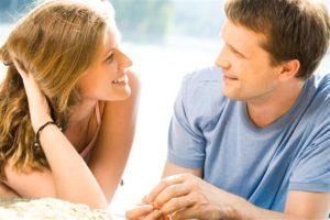 Как девушке показать парню свою симпатию?