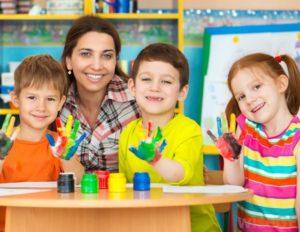 Отдавать ли малыша в садик: за и против