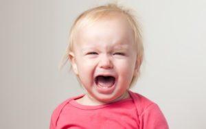 Почему очень раздражает маленький ребенок?