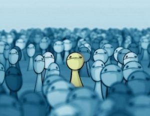 С помощью чего происходит социализация людей?