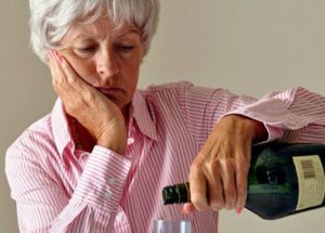 Что может сделать для матери-алкоголички взрослый сын или дочь: инструкция