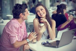 Как правильно общаться с девушкой?