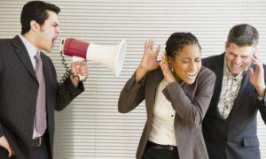 Чем характеризуется авторитарный стиль педагогического общения?