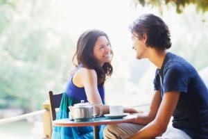 Как парню начать общаться с девушками: советы