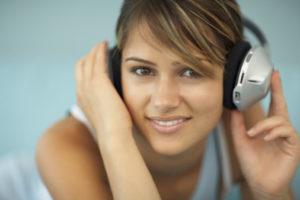 Применение подходящих мелодий для лечения и повышения настроения