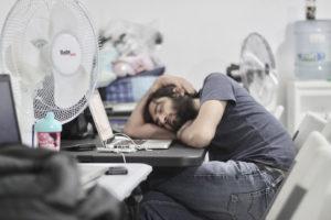Причины хронической сонливости у людей